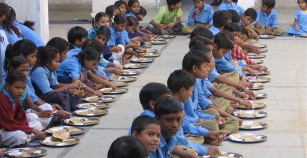 Όλα τα θύματα είναι κάτω των 11 ετών. Το γεύμα τους, ρύζι και φακή, είχε μαγειρευτεί στο σχολείο.