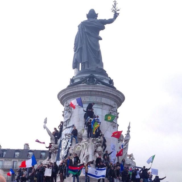 Γαλλία σε κατάσταση πολιορκίας