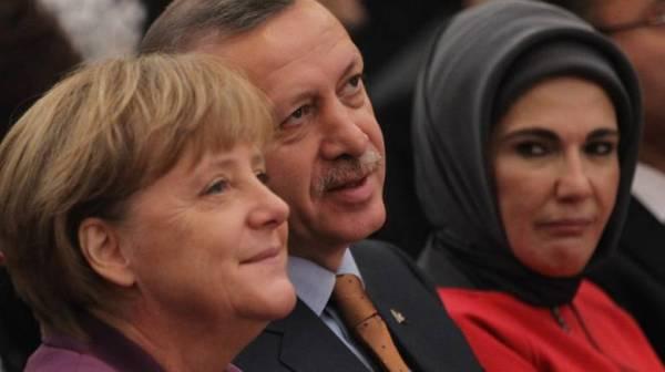 Emine-Erdogan-Merkel-2011-11-02-Sean-Gallup-GettyImages-131156659